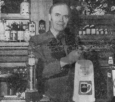Peter Gallagher pulling a pint at the Bon-Accord, North Street