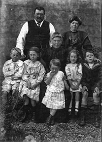 Family portrait of Frank Gallocher and is family circa 1909