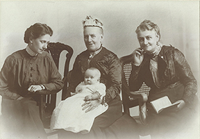 Mrs Margaret Munn with family
