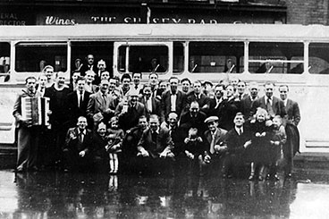 exterior view of the Sussex Bar bus trip with customers outside