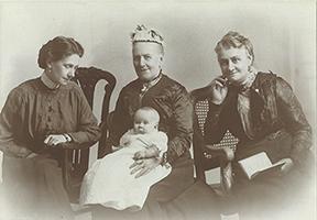 Mrs Margaret Munn with family