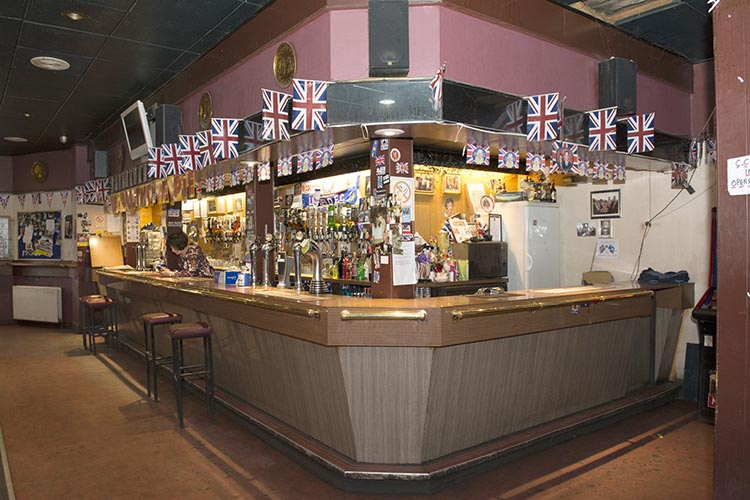Red Lion 99 Paisley Road West interior 2016