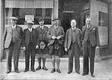 group of Licensed Trade Defence Association with McKinnon, Russell, McLean, MacRae, Cosgrove and Buchanan.