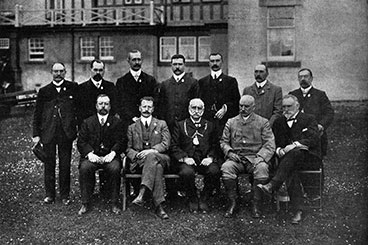 large group of Scottish Licensed Trade Benevolent Institusion members 1904