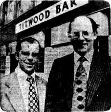 Bill Findlay and brother John outside the Titwood Bar 1978